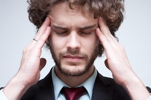 こめかみを押したら一時的に頭痛はとれるがすぐに再発してしまう。中野新橋・整骨院